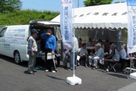 検眼を待つ港仮設住宅の皆さん(6月30日 南三陸町歌津中野)