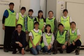 蔵内芽組組長の及川浩之助さん(前列左)とSAP Japan TEARS team(SAPジャパン株式会社の震災復興支援チーム)。