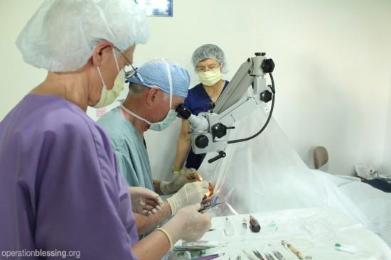 中国の心臓病の乳児に無料手術を行いました。