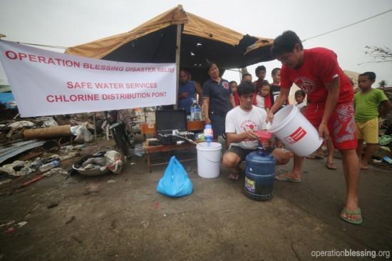 オペレーション・ブレッシングは自然災害の被災地の水質改善に取り組んでいます、