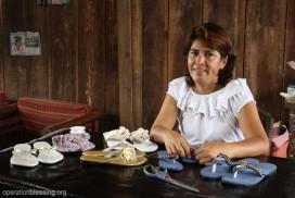 オペレーション・ブレッシングはカッチャの家を修理し、彼女が靴作りの仕事をはじめるための道具を提供しました。