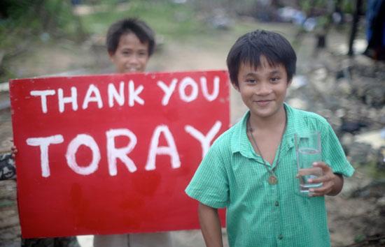 「ありがとう!」と感謝の気持ちを伝える子どもたち。