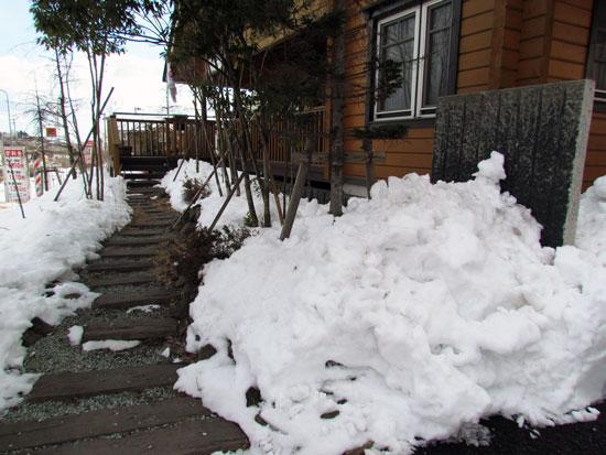 雪が固まっています。