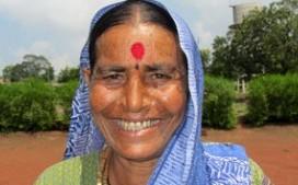 オペレーション・ブレッシング・インドの移動診療所は僻地の村で無料で診察を行っています。