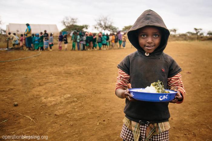 西アフリカのベナンは、貧困、安全な飲み水の不足、低い識字率、人身売買など、多くの問題を抱えています。