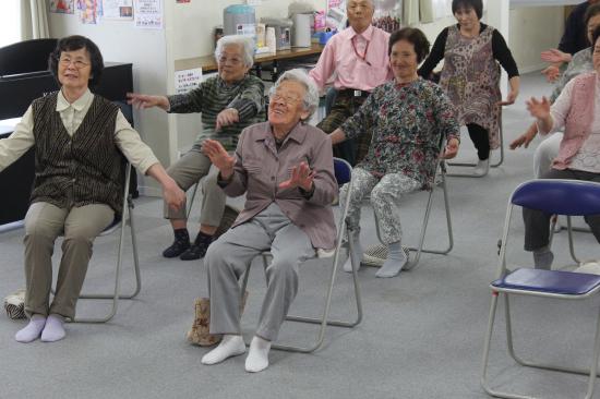 【東日本大震災:心のケア】笑顔を取り戻した女性【宮城県登米市南方】