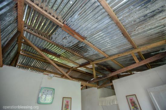 ペルー  雨に脅かされる家