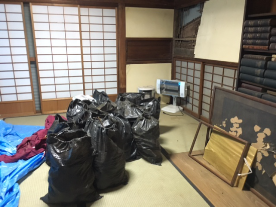 【熊本地震 復興のために】瓦礫の山を前にして
