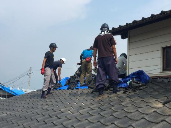 【熊本地震 復興支援】炎天下 益城町でのブルーシート張り支援
