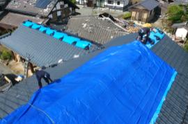 【熊本地震:復興支援】益城町息子さんと守る家 ブルーシート支援