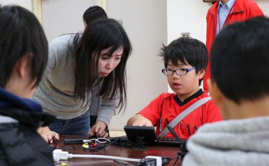 """【福島:復興支援】""""IchigoJam 子どもIoTハッカソン""""親子プログラミング体験を実施"""