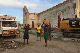 【ハイチ支援】ヘリコプターからの贈り物