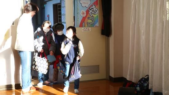 【福島:心のケア】線で彩るクリスマス ワイヤークラフトに挑戦!