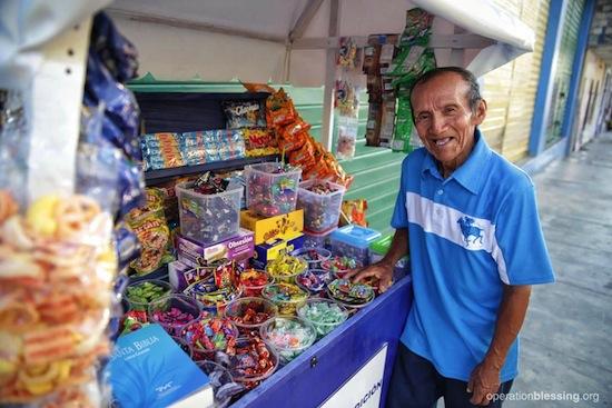 sweet-beginning-luis-candy-cart