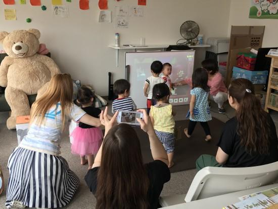 【福島復興支援】幼児教室『タッチでえいご!』IMG_2035